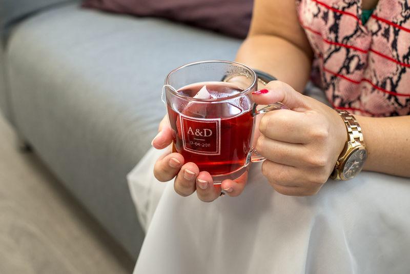 Tasse à thé ronde en verre gravé personnalisée, avec une anse