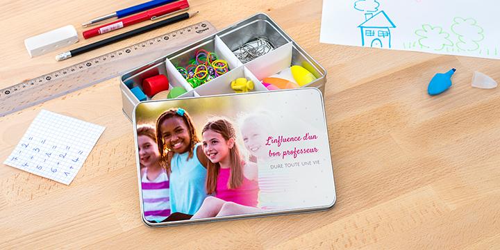 """Idée cadeau professeur organisé: Boite de rangement en métal avec une photo et le texte """"L'influence d'un bon professeur dure toute une vie""""."""