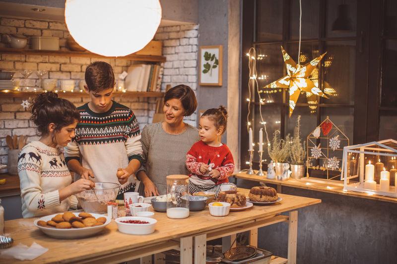 Ambiance de Noel : cuisinez des biscuits de Noël