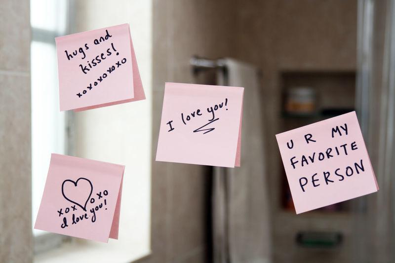 textes d'amour - Post-its avec mots d'amour