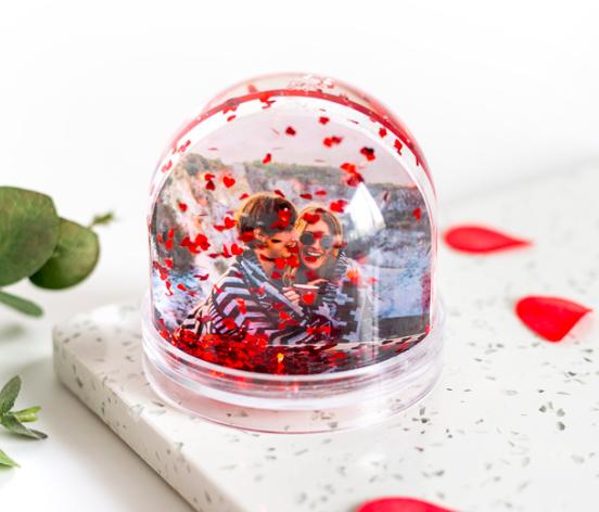 Boule de neige romantique personnalisable à offrir pour la fête des mères