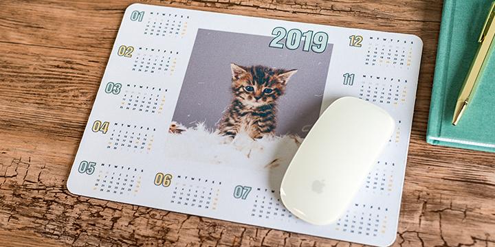 kalender på musmatta