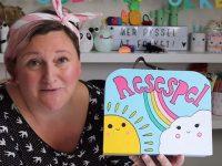 Sommarpyssel DIY – Kreativa Karin pysslar ihop en spelväska med personliga spel!