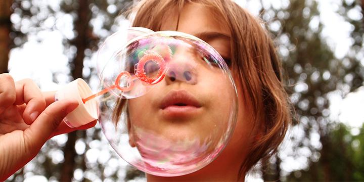 Lek med såpbubblor på sportlovet.