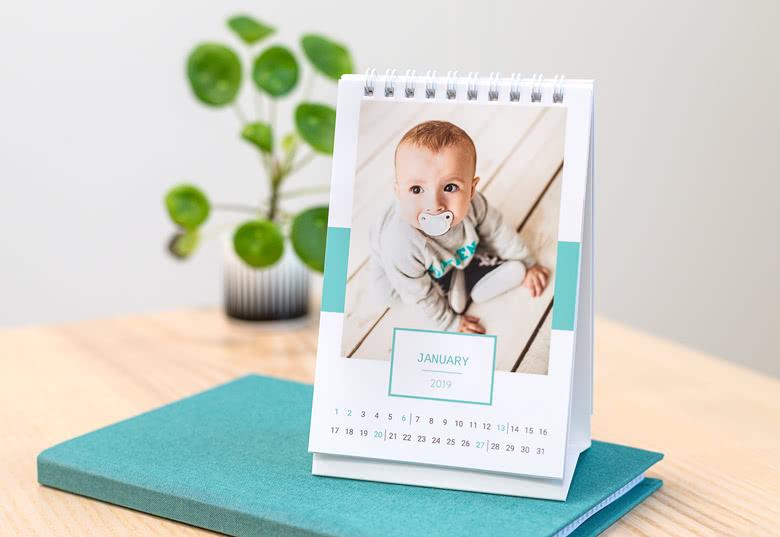 Räätälöidyt pöytäkalenterit