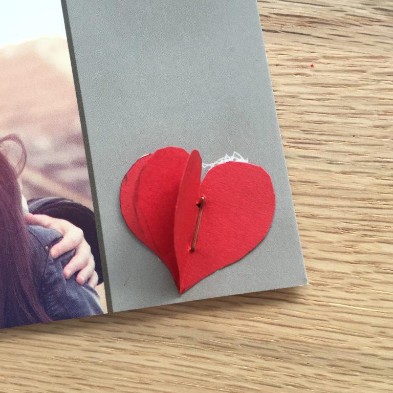 Herze auf Grusskarte zum Valentinstag