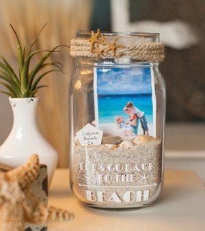 Vase mit Urlaubserinnerungen