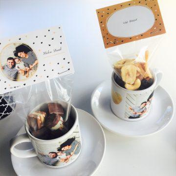 Geschenk-Tassen mit Schokolade und Trockenfrüchten
