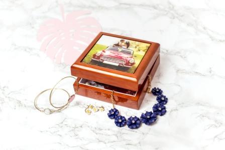 geschenkidee-schmuckkästchen-holz-personalisierbar-foto-smartphoto