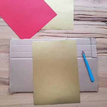 geschenkverpackung-DIY-federn-ausschneiden-smartphoto