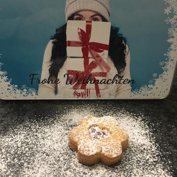 weihnachtsplätzchen-spitzbuben-puderzucker-keksdose-yummie-smartphoto