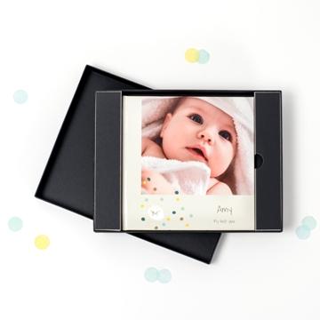 jahrbuch-yearbook-fotobuch-jahresrückblick-präsentationsbox-geschenk-verpackung-baby-smartphoto