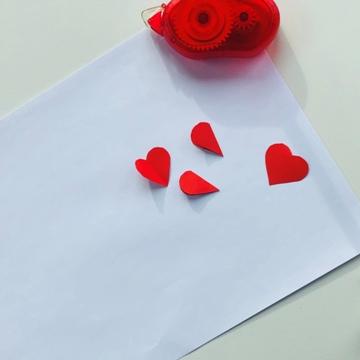 leinwand-DIY-valentinstag-origami-herzen-aufkleben-smartphoto