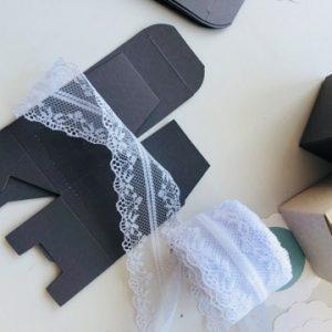 hochzeit-tischdeko-box-schachtel-spitzenband-smartphoto