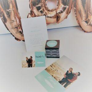 hochzeit-tischdeko-box-schachtel-sticker-spitzenband-tischkarte-menukarte-smartphoto