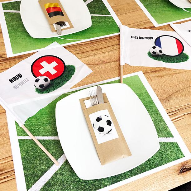 WM-Tischdeko mit Handfahnen