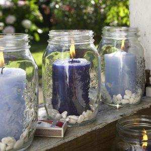 Einmachgläser mit Kerzen