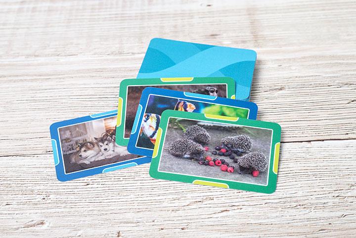 """""""Vier in einer Reihe""""-Karten personalisiert mit Fotos"""