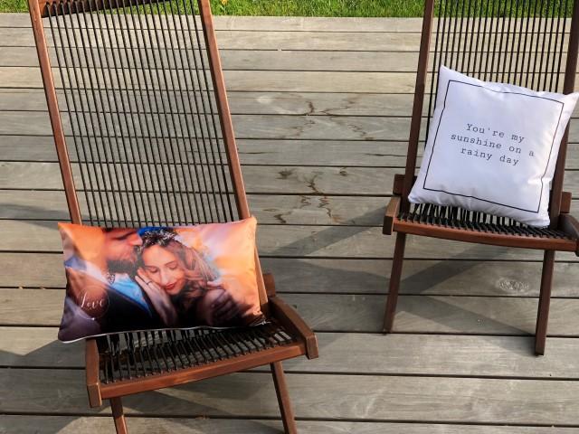Fotokissen auf Gartenstuhl
