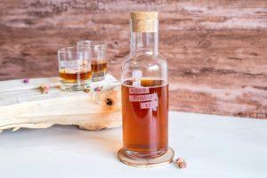 Gravierte Whiskygläser mit gravierter Flasche