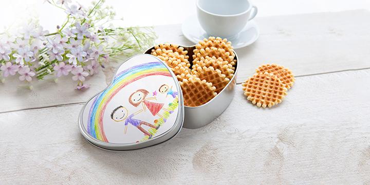 Keksdose herzförmig personalisiert mit Kinderzeichnung