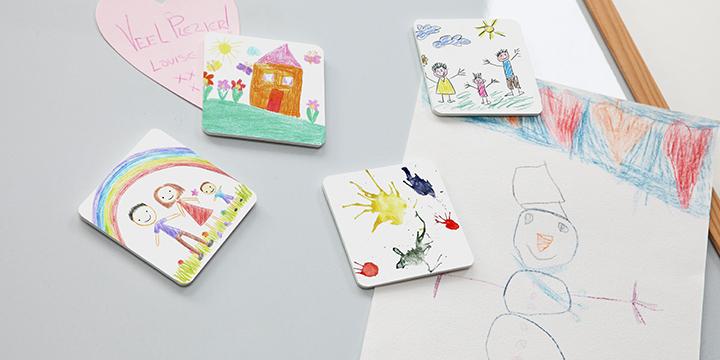 Untersetzer und Magnete mit Kinderzeichnungen