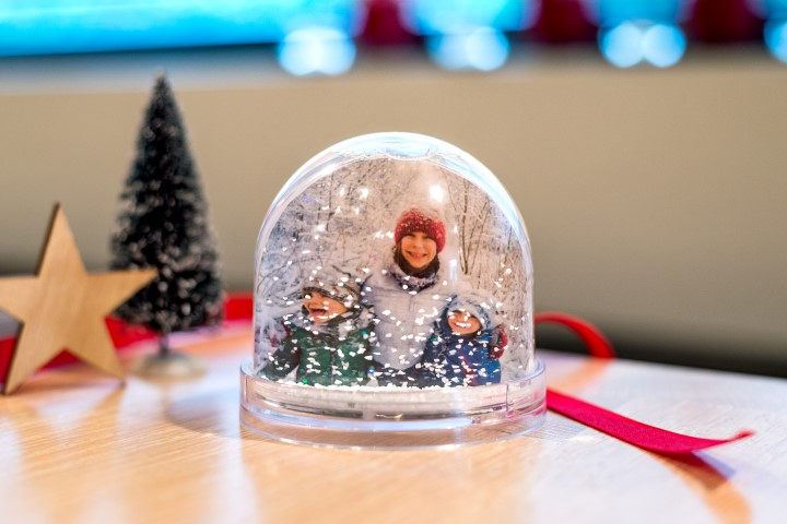 Schneekugel als Weihnachtsgeschenk