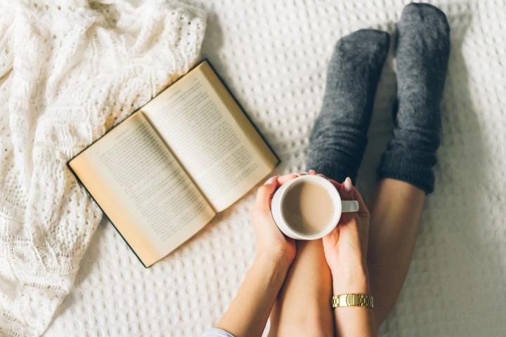 Gemütlich ein Buch lesen