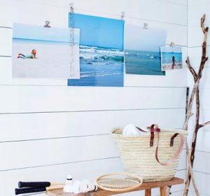 Photos suspendues au mur avec des pinces