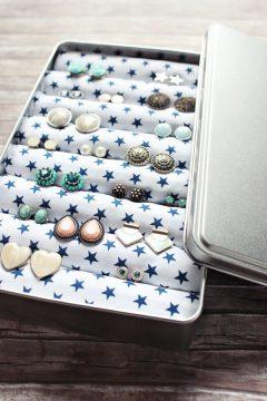 Boîte à biscuits transformée en boîte à bijoux