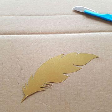 Plume décorative en papier