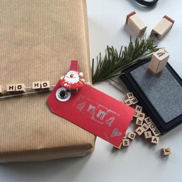 Emballage cadeau de Noël avec étiquette