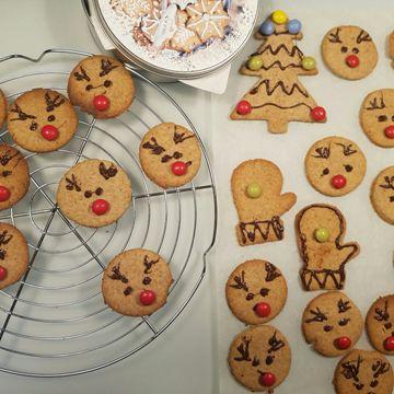 Biscuits de Noël et boîte à biscuits