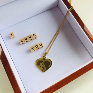 Pendentif photo coeur dans boîte à bijoux