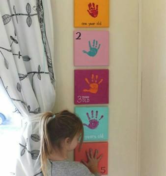 Toiles avec empreintes de la main d'un enfant