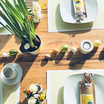 Déco de table avec petits œufs de Pâques