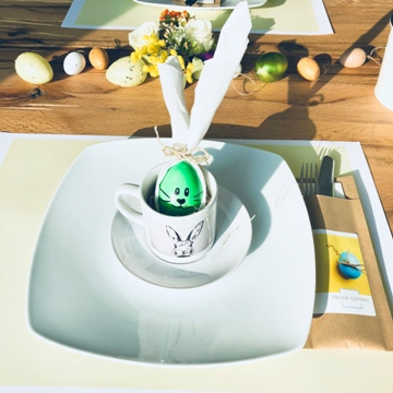 Déco de Pâques avec tasses à espresso