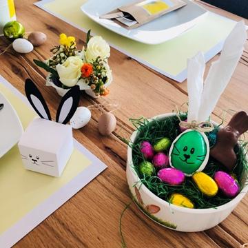 Décorations de Pâques avec boîte à dragées lapin