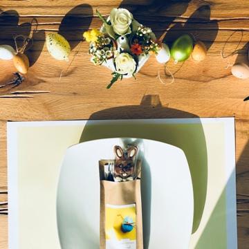 Set de table et pochette à couverts avec lapin en chocolat