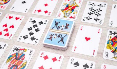 Jeux de cartes personnalisables: de quoi s'amuser pendant les vacances!