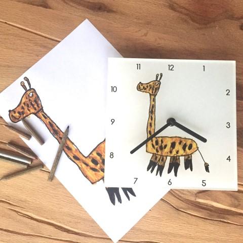 Horloge murale plexi personnalisée avec dessin de girafe