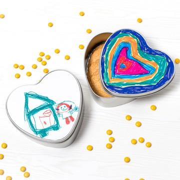 Hartvormige koekjestrommel met eigen foto's, tekst of tekening