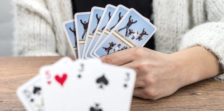speelkaarten met een foto op achterkant