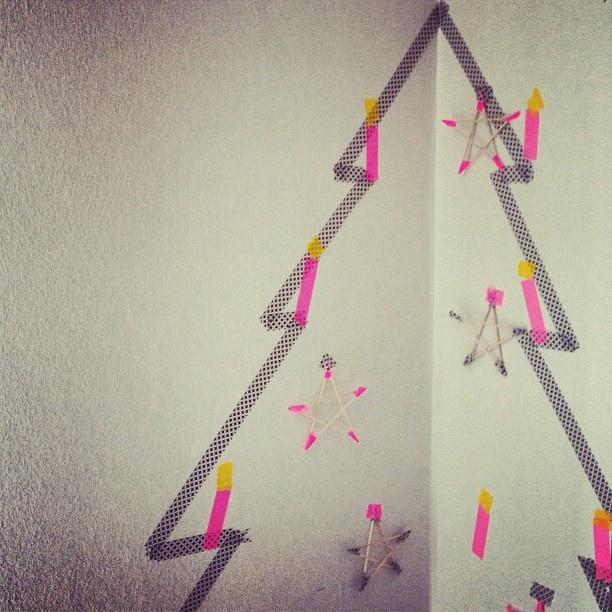 Kerstboom van masking tape zelf maken