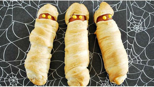 hapjes-voor-een-kinderfeestje-part-9-creatief-met-aperitiefworstjes_mummiehotdog