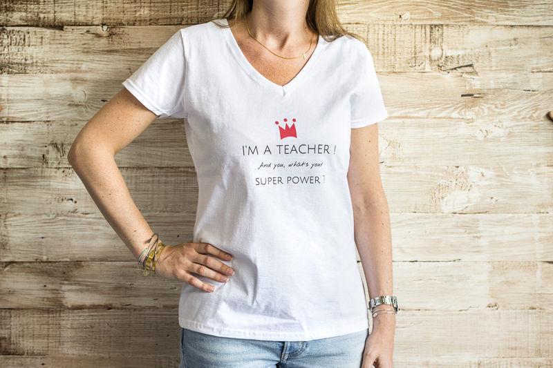 Gepersonaliseerde T-shirt tekst en cadeau ideetjes voor juf en meester