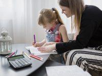 Zo start je het nieuwe schooljaar zonder stress: lifehacks voor drukke mama's