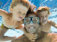 Weg met cliché vakantiefoto's: 7 originele foto poses om deze zomer te proberen