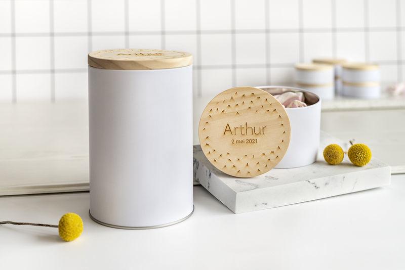 Duurzame en plasticvrije producten: tinnen voorraadpotten met houten deksel