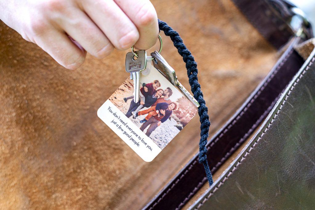 Idée cadeau de dernière minute personnalisé : porte-clés en bois avec phto et/ou texte